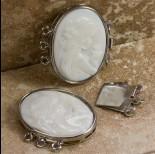 Zdjęcie - Zapięcie z masy perłowej z kameą z damą 32.5x25mm