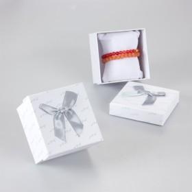 Zdjęcie - Białe pudełko z kokardką 9x9cm