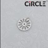 Zdjęcie - Zawieszka okrągła wycięty kwiatek stal chirurgiczna z kółeczkiem 12mm