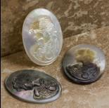 Zdjęcie - Dwukolorowy kaboszon kamea z masy perłowej z kobietą 30x22mm