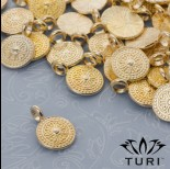 Zdjęcie - Zawieszka tarcza z serduszkami i kropeczkami w kolorze złotym 12mm