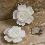 Zdjęcie - Zapięcie z masy perłowej kwiat kremowy 32mm