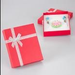 Zdjęcie - Truskawkowe pudełko ze srebrną kokardką 11x13cm
